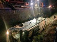 Yolcu otobüsü devrildi: 8 ölü 27 yaralı