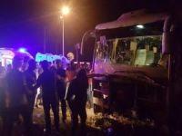 Kaza yapan otobüs uçurumun kıyısında durdu