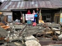 Endonezya'ya insani yardımlar sürüyor