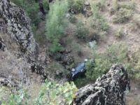 100 metrelik uçuruma yuvarlanan araçtan sağ kurtuldu