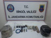 PKK'ya ait sığınak ve patlayıcılar ele geçirildi