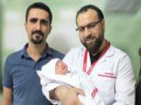 """""""Diyafram Hernisi"""" bebek ameliyatla yeniden yaşama tutundu"""