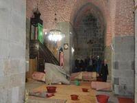 Tarihi camiler bir bir kapatılıyor yetkililer ise duyarsız