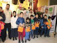 Umut Kervanı Vakfı Doğu Türkistanlı yetimleri giydirdi