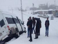 Ağrı'da feci kaza! Servis minibüsü ile otomobil çarpıştı: 23 yaralı