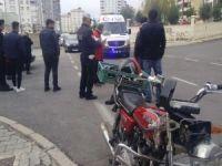 Kahramanmaraş'ta motosiklet otomobil ile çarpıştı