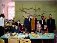 Vali Erin'den lösemi hastası çocuklara moral ziyareti