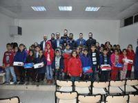 MÜSİAD'tan öğrencilere mont ve bot yardımı yapıldı