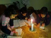 3 gündür mum ışığı altında ders çalışıyor