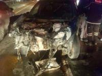 Otomobil karşı şeride geçip tankere çarptı: 3 yaralı