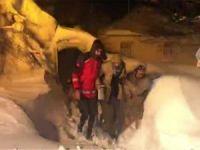 Kar nedeniyle mahsur kalan hastalar kurtarıldı