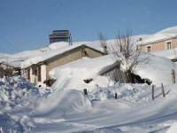 Tipi sonrası evler kar altında kaldı