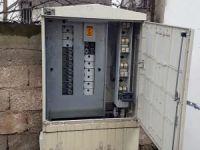 Hırsızlar elektrik panolarına dadandı