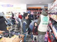 Van'da 500 kişiye ayakkabı ve elbise yardımında bulunuldu