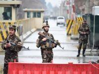 Afganistan'da 70 asker ve polis Taliban'a teslim oldu