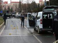 Mardin'de kırmızı ışıkta silahlı saldırı: Bir ölü 3 yaralı