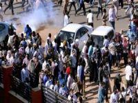 Sudan'da hükümet feshedildi ve OHAL ilan edildi