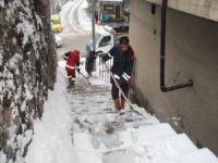 Bitlis'te temizlik işçilerinin kış mesaisi