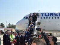 Siirt'te 2 yıl aradan sonra ilk uçak indi