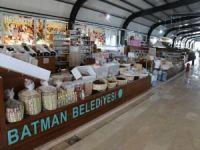Batman'da kapalı semt pazarında ucuzluk