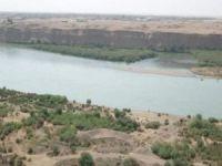 Musul'dan geçen Dicle Nehri'nde feribot battı: 40 ölü