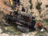Nizip'te 24 saat devrilen traktörün altında kaldı