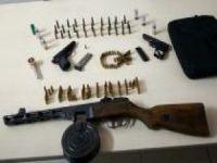Otomobilde ağır makineli tüfek ve tabanca bulundu