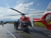 Ambulans helikopter, kazada yaralananlar için yola indi