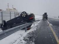 Kar nedeniyle otomobil takla attı