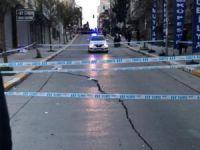 Yolda oluşan çatlaklar nedeniyle binalar tahliye edildi