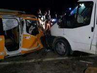 Minibüs ile ticari taksi çarpıştı: 8 yaralı