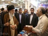 Ayetullah Hamaney Tahran Kitap Fuarı'nı ziyaret etti