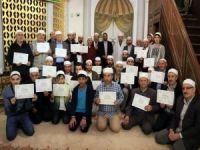 135 kişiye Kur'an kursu bitirme belgesi verildi