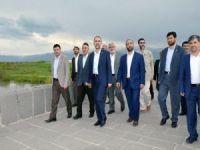 HÜDA PAR Genel Başkanı Sağlam, Muş'ta tarihi Murat Köprüsünü gezdi