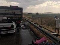 Otomobil TIR'a çarptı: 2 ölü 6 ağır yaralı