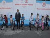 Yüzlerce öğrenciye bisiklet dağıtıldı