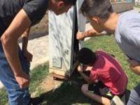 Elektrik panosuna hapsedilen yavru köpeği vatandaşlar kurtardı