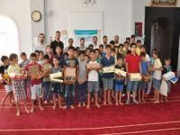 MÜSİAD'dan örnek davranış! Kur'an öğrenen çocuklara ayakkabı yardımı