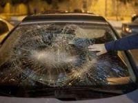 İşgalciler Filistinlilerin evlerine ve araçlarına saldırdı