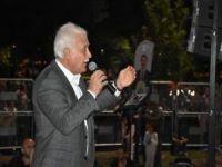 Nihat Hatipoğlu, vatandaşlardan namaz kılma sözünü aldı