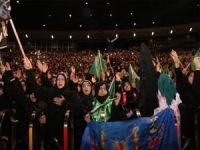 Kerbela şehitlerini anma töreni on binlerce kişinin katılımıyla gerçekleşti