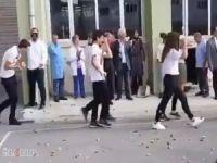 """Kadıköy Anadolu Lisesindeki """"simit atma"""" geleneğine inceleme"""