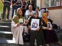 Oturma eylemine 3 aile daha katıldı