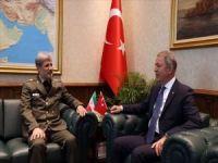 Bakan Akar İranlı mevkidaşı ile bir araya geldi