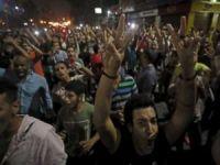 Darbeci Sisi'ye karşı halk meydanlara çıktı