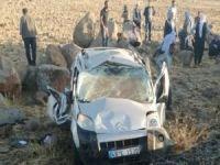 Hafif ticari araç takla attı: 2 ölü biri ağır 4 yaralı