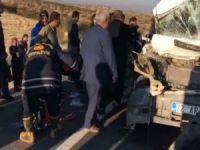 Öğrenci servisi TIR'a arkadan çarptı: 8 yaralı