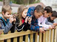 Her 4 çocuk ya da gençten biri cep telefonu bağımlısı