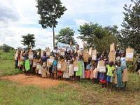 Avrupa Yetim Eli Uganda'da çocukların yüzlerini güldürdü