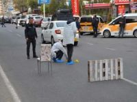 'Polisim' dedi taksicinin ayağına sıktı